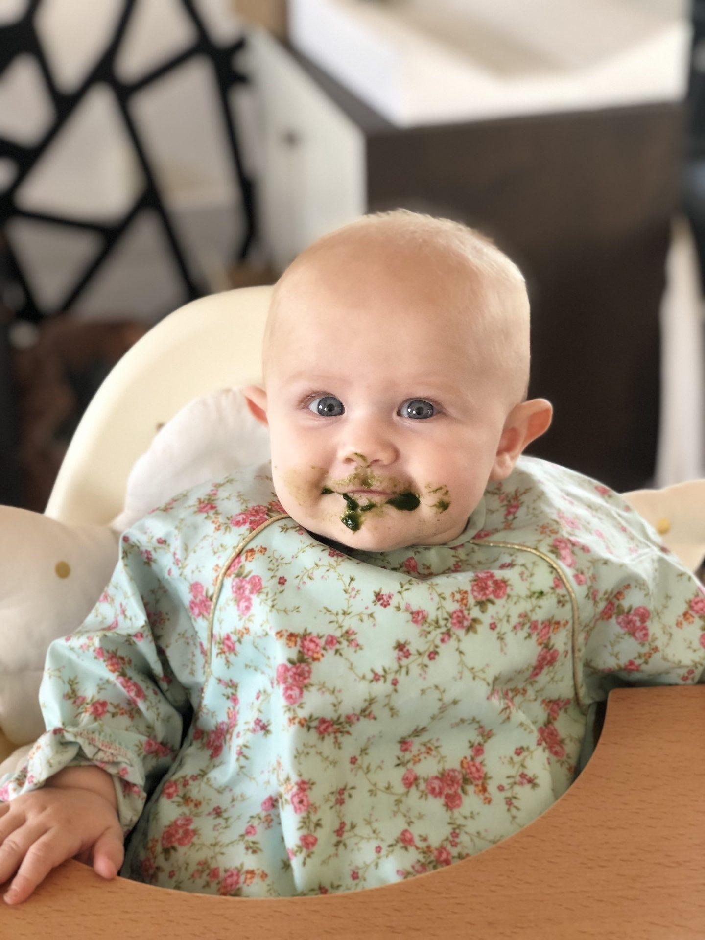 Tu joues au paintball toi maintenant ? Non non c est juste ava qui a commencé à manger !